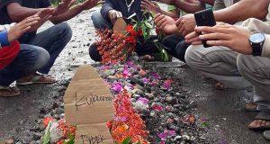 Lagi, Warga Buat Kuburan Bernisan DPRK di Jalan Nasional Silihnara Aceh Tengah