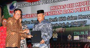 Plt Bupati Bener Meriah Terima Anugerah Pembenihan 'MPPI Award' 2017