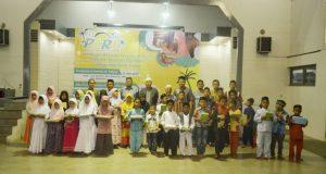 FEBI Unsyiah Bagikan Paket Ramadhan Anak Yatim