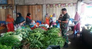 Jelang Lebaran, Babinsa Kodim 0106/AT-BM Dikerahkan Memonitoring Pasar