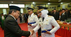 Lantik Bupati Simeulue, Irwandi : Semua Pihak Harus Terlibat Bangun  Aceh