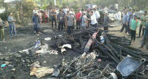 Siang Bolong 2 Rumah Hangus Terbakar di Mesidah