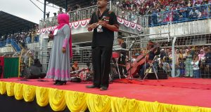 Ujang Lakiki dan Sakdiah Hibur Penonton Saman 10001 dan Penari