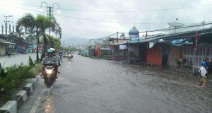 Hujan Guyur Takengon,  Jalan Yos Sudarso Berubah Seperti Aliran Sungai