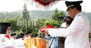 Pak Nas Pimpin Upacara Pengibaran Merah Putih di Aceh Tengah