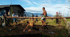 [Foto] Serunya Permainan Pukul Bantal Meriahkan HUT ke-72 RI di Tepian Lut Tawar