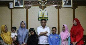 Bertemu Gubernur, Penderita Kanker di Aceh Dapat Kejutan