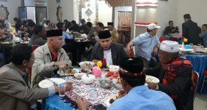Wagub Aceh Makan Malam Bersama Warga Bintang