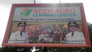 Baliho Aceh Agro Learning Center yang sudah terpampang di Saree, Aceh Besar
