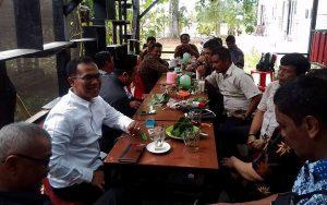 Para penggagas AALC melakukan pertemuan informal di Saree, Aceh Besar