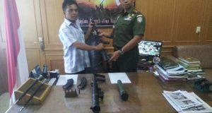 Warga Aceh Timur Serahkan Senjata Sisa Konflik ke Kodim 0104/Atim