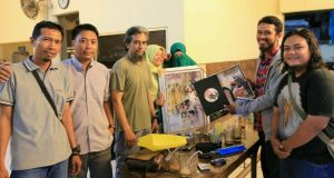 Komunitas Sedekah Profesi 'Tarmizy Harva' Serahkan Album Nikah Hafiz-Hafizah