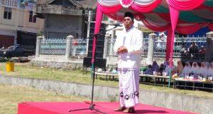 Kenakan Sarung, Bupati Ahmadi Jadi Irup HSN Ke-3 di Bener Meriah
