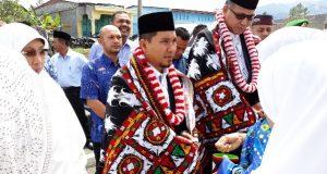 """Tiba di Blang Rakal, Wagub dan Bupati Ahmadi Disambut Bak """"Putra"""" yang Kembali"""