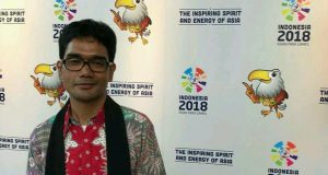 Kenakan Syal Kerawang, Sikdam Hasyim Gayo MC Countdown Asian Para Games 2018