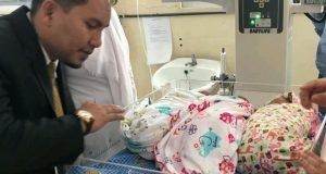 Bupati Ahmadi dan Ny Hasanah Beri Nama Bayi Kembar Tiga
