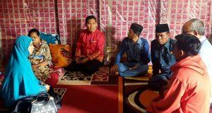 Bupati Ahmadi dan Istri Santuni Penderita Penyakit Kelenjar Tiroid