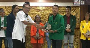 Ketua Antropologi Udayana Bali Kenakan Bulang Kerawang