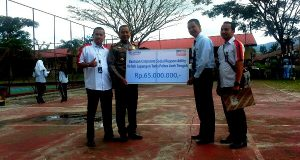 BRI Takengon Salurkan Bantuan CSR Untuk Rehab Lapangan Tenis
