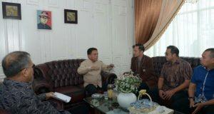 Silaturrahmi ke Rumah Irwandi, AHY Sampaikan Salam SBY