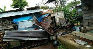 Puting Beliung Rusak 3 Rumah Warga Merah Pupuk Atu Lintang