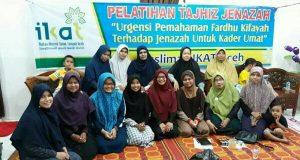 Muslimah IKAT Aceh Latih Warga Tajhiz Jenazah