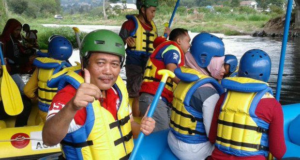 Kepala Bandara Rembele Ternyata Skipper Rafting Handal
