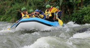 Saat Rombongan Kanwil Kemenag Aceh Berwisata Arung Jeram di Weh Peusangan