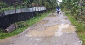 Kondisi Jalan Rusak, Masyarakat Mendesak Pengaspalan Jalan di Mukim Bugak