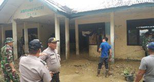 Pasca Banjir, BPBD Aceh Tenggara Bantu Bersihkan Rumah Warga