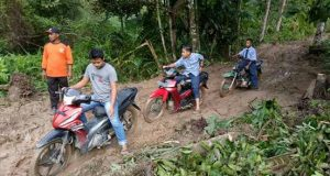 Jalan Lokop Longsor, Akses Pelajar Menuju Sekolah Terganggu