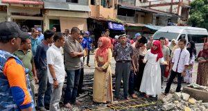 Istri Wagub Aceh Kunjungi Korban Kebakaran di Meukek