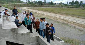 Ahmadi Sidak Pembangunan Tribun Lapangan Pacu Kuda Sengeda