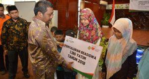 IDB dan Rumah Zakat Serahkan Beasiswa Bagi 1186 Anak Yatim Aceh