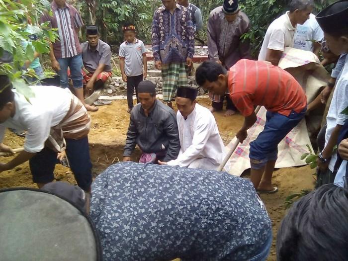 Pemakaman Jenazah Rizki Saradiwa