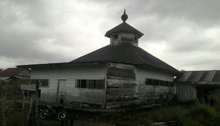 Masjid Tue di Kampung Delung Asli (Foto: Junaidi)