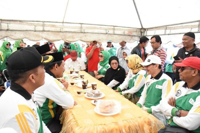 Keluarga Presiden Jokowi Nonton Pacuan Kuda di Bener Meriah