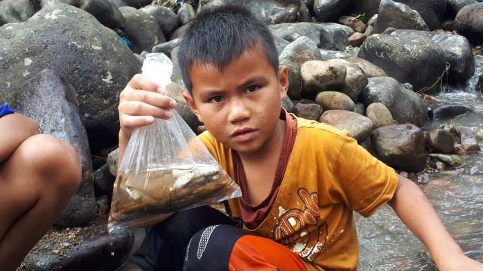 Anak-Anak Berburu Ikan Ili