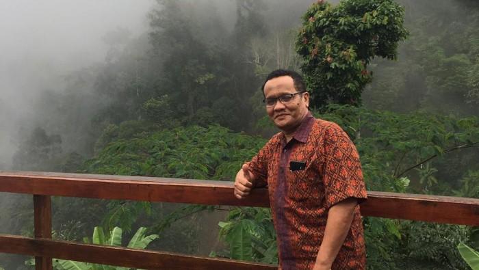 Dr Darmawan SH M Hum